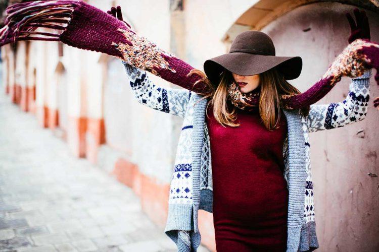 shutterstock_519774367_lady-hat-scarf_1200