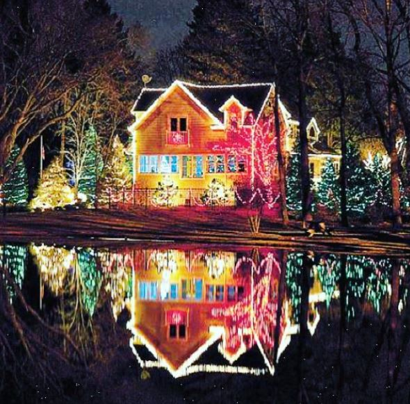 Christmas At The Lake: Check Out These Dazzling Christmas Lights From Around The