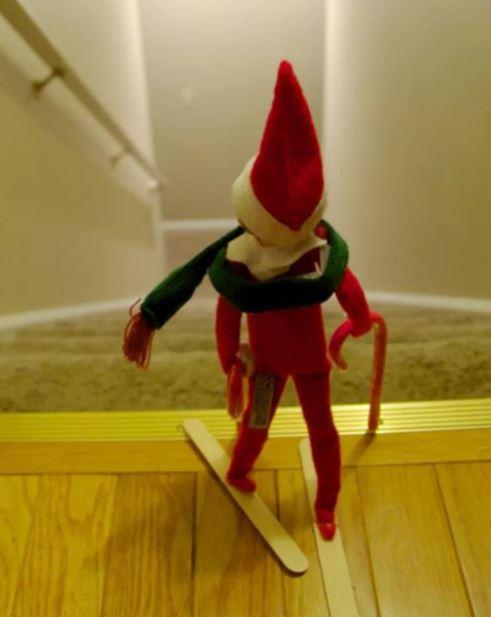 Elf on the Shelf - Skiing