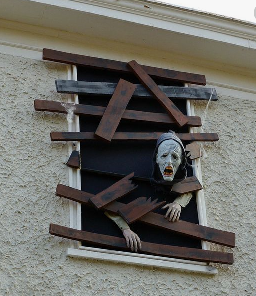 Halloween - Boarded up ghost