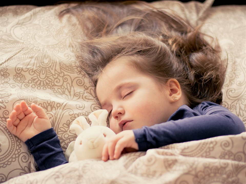 Kids sleep better - Sleeping girl