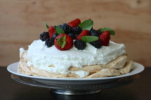 Summer desserts - Pavlova